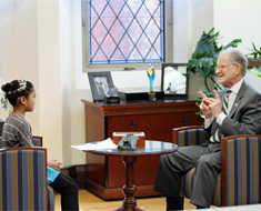 Image: Mikaela Gibbs interviewed President Alan T. Hurwitz as part of her class' Heroes Project. She asked him about his childhood, his career, where he traveled, and what he liked about being president of Gallaudet University.